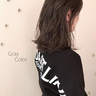ミディアム ストリート グレージュ ゆるナチュラル ヘアスタイルや髪型の写真・画像