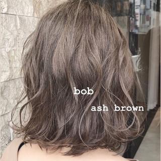 ボブ 切りっぱなしボブ ショートボブ アッシュベージュ ヘアスタイルや髪型の写真・画像