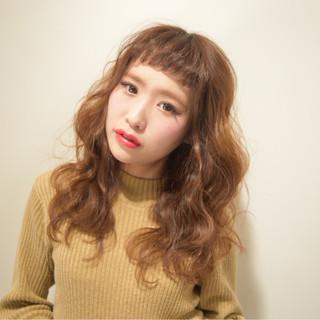 小顔 フェミニン ロング ミルクティー ヘアスタイルや髪型の写真・画像