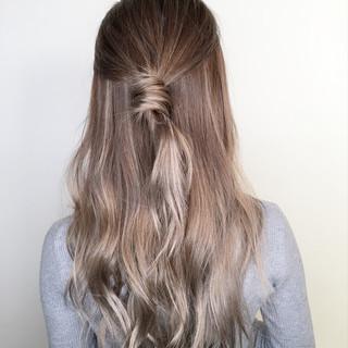 ロング 簡単ヘアアレンジ フェミニン 外国人風カラー ヘアスタイルや髪型の写真・画像