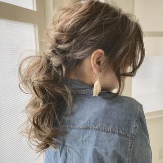 簡単ヘアアレンジ セミロング ナチュラル ミルクティーベージュ ヘアスタイルや髪型の写真・画像