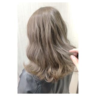 セミロング デート 大人かわいい ミルクティー ヘアスタイルや髪型の写真・画像