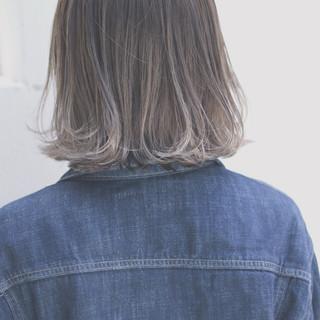 ハイライト グレージュ イルミナカラー デート ヘアスタイルや髪型の写真・画像