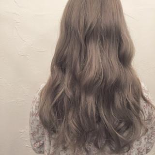 外国人風 アッシュ ハイライト ゆるふわ ヘアスタイルや髪型の写真・画像