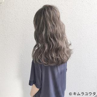 セミロング 外国人風 アッシュグレージュ アッシュ ヘアスタイルや髪型の写真・画像