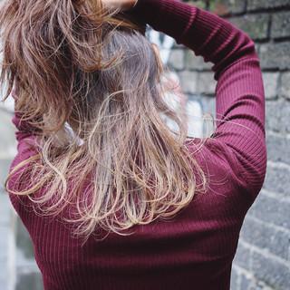 レイヤーカット ハイライト グラデーションカラー ストリート ヘアスタイルや髪型の写真・画像