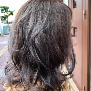 フェミニン ミディアム グレージュ ミルクティー ヘアスタイルや髪型の写真・画像