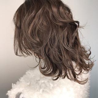 ミディアム アッシュ ウェットヘア ナチュラル ヘアスタイルや髪型の写真・画像