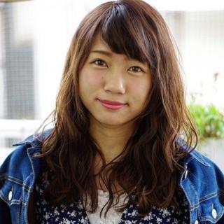 セミロング 外国人風 大人かわいい 暗髪 ヘアスタイルや髪型の写真・画像
