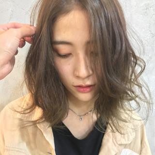ミディアム 簡単ヘアアレンジ 前髪あり アウトドア ヘアスタイルや髪型の写真・画像 ヘアスタイルや髪型の写真・画像