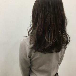 くすみカラー ナチュラル セミロング ショコラブラウン ヘアスタイルや髪型の写真・画像