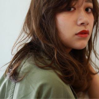 ミディアム 外国人風 ブラウン かき上げ前髪 ヘアスタイルや髪型の写真・画像