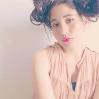 セミロング ガーリー 外国人風 フェミニン ヘアスタイルや髪型の写真・画像 ヘアスタイルや髪型の写真・画像