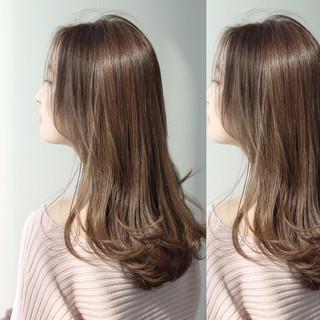 アッシュグレージュ グレージュ ロング アッシュ ヘアスタイルや髪型の写真・画像