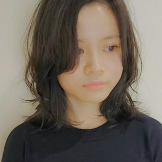 ミディアム ゆるふわ フェミニン アッシュ ヘアスタイルや髪型の写真・画像