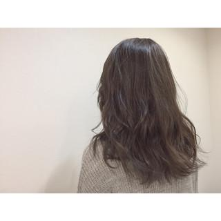 アッシュ フェミニン 暗髪 ミディアム ヘアスタイルや髪型の写真・画像