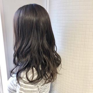 アッシュグレー オリーブアッシュ 360度どこからみても綺麗なロングヘア アッシュベージュ ヘアスタイルや髪型の写真・画像