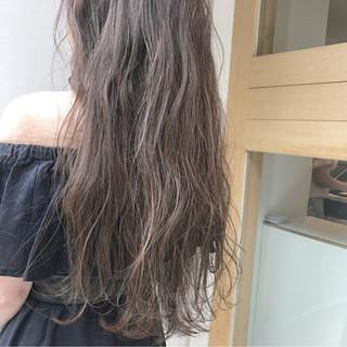 ハイライト グレージュ 透明感 ナチュラル ヘアスタイルや髪型の写真・画像