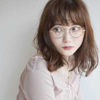 ミディアム アンニュイ ベージュ レイヤーカット ヘアスタイルや髪型の写真・画像