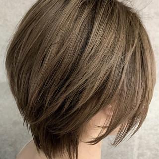 ブリーチ必須 ショート ナチュラル ベージュ ヘアスタイルや髪型の写真・画像