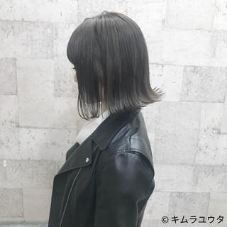 ハイトーン 暗髪 グレーアッシュ グレー ヘアスタイルや髪型の写真・画像