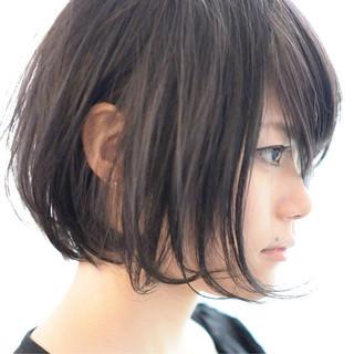 前下がり 黒髪 ナチュラル ショート ヘアスタイルや髪型の写真・画像