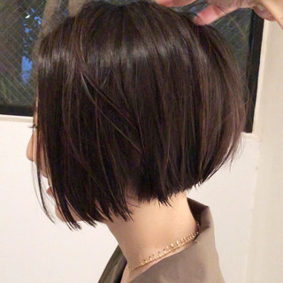 大人ショート 前下がりショート 黒髪 切りっぱなし ヘアスタイルや髪型の写真・画像