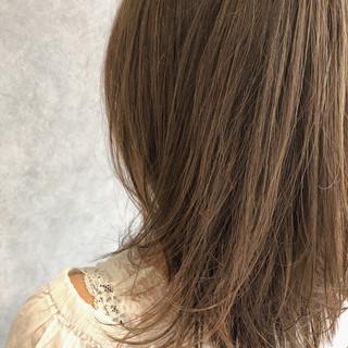 レイヤーカット ストリート ベージュ ミディアム ヘアスタイルや髪型の写真・画像