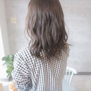 成人式 フェミニン アンニュイほつれヘア グレージュ ヘアスタイルや髪型の写真・画像