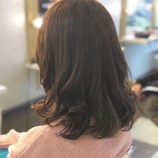 オフィス ナチュラル ミディアム 暗髪 ヘアスタイルや髪型の写真・画像