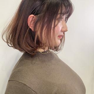 ミディアム 切りっぱなしボブ 大人女子 ナチュラル ヘアスタイルや髪型の写真・画像