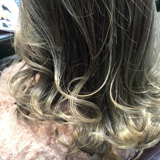 外国人風カラー ネイビーアッシュ イルミナカラー 3Dカラー ヘアスタイルや髪型の写真・画像