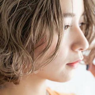 ミルクティーベージュ ナチュラル ショートヘア ミディアム ヘアスタイルや髪型の写真・画像