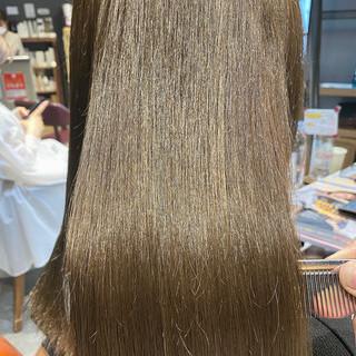 極細ハイライト 艶髪 ミルクティーグレージュ ナチュラル ヘアスタイルや髪型の写真・画像
