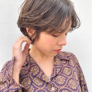 ハンサムショート シアーベージュ ミルクティーベージュ ショートボブ ヘアスタイルや髪型の写真・画像