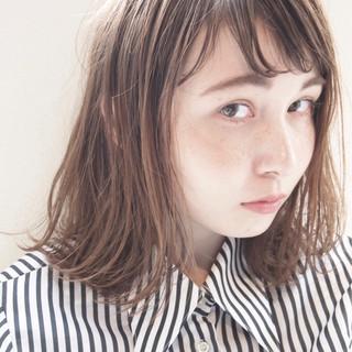 ナチュラル 大人女子 小顔 ミルクティー ヘアスタイルや髪型の写真・画像