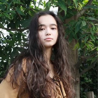 くせ毛風 ロング グラデーションカラー パーマ ヘアスタイルや髪型の写真・画像