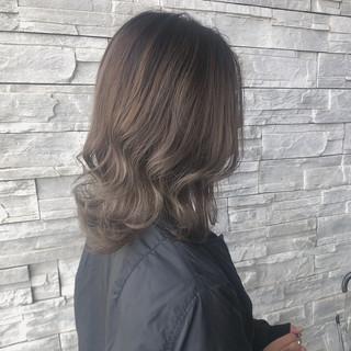 グレージュ 透明感カラー ミディアム モード ヘアスタイルや髪型の写真・画像
