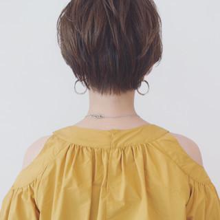 簡単 ショート グレージュ デート ヘアスタイルや髪型の写真・画像