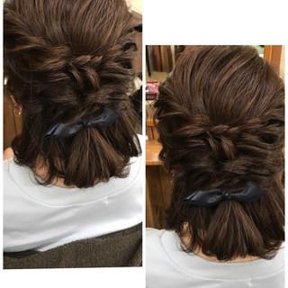 ナチュラル ミディアム ハーフアップ ルーズ ヘアスタイルや髪型の写真・画像
