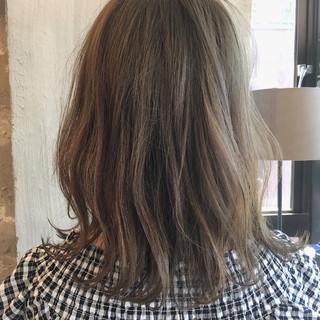 女子会 外国人風カラー リラックス ミディアム ヘアスタイルや髪型の写真・画像