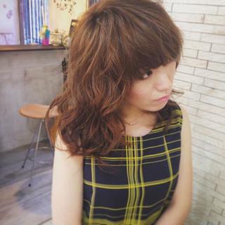 セミロング 上品 外国人風 巻き髪 ヘアスタイルや髪型の写真・画像
