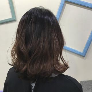 外国人風 ウェーブ ハイライト ミディアム ヘアスタイルや髪型の写真・画像