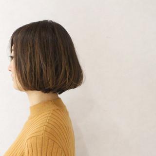 ボブ ハイライト ナチュラル アッシュ ヘアスタイルや髪型の写真・画像