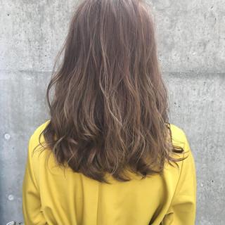 アッシュグレージュ ミディアム イルミナカラー ハイライト ヘアスタイルや髪型の写真・画像