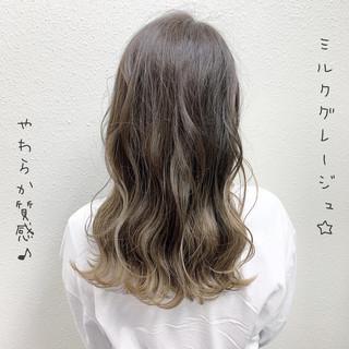 ロング フェミニン バレイヤージュ ブリーチ ヘアスタイルや髪型の写真・画像