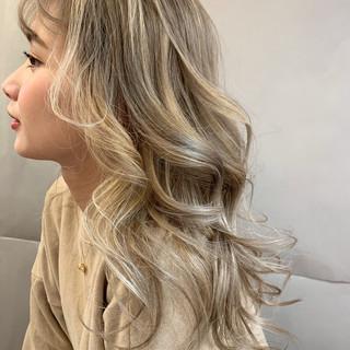 ガーリー デート ヘアアレンジ バレイヤージュ ヘアスタイルや髪型の写真・画像