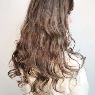 透明感 ハイライト ロング ナチュラル ヘアスタイルや髪型の写真・画像