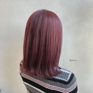 ミディアム ピンクパープル ラズベリーピンク ピンクバイオレット ヘアスタイルや髪型の写真・画像