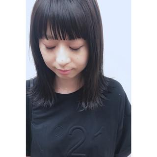ミディアム 透明感 外ハネ 黒髪 ヘアスタイルや髪型の写真・画像